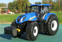 Wholesalers of Britains New Holland T7.315 Tractor toys image 3
